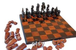 African Warriors Chess Set with Big Five Animals Handcarved sur un 18 x18 planche. Planche en bois d ébène et bois olive. Expédition express dans le monde entier