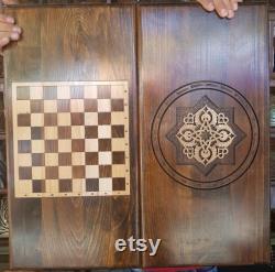 Backgammon avec un modèle arménien.hand fait à partir du symbole wood.infinity