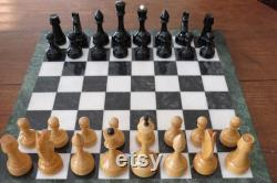 Beth Harmon 60s Soviétique Chess Set Tournament Size Ships from the US USPS Priority Mail GRATUIT Pièces Only Large Carved Wood Mid Century