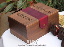 Boîte de jeu en bois de noyer massif pour Catan avec la sangle en cuir moine pensant