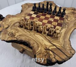 Échiquier fait main rustique d olivewood avec des morceaux