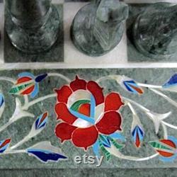 Échiquier incrusté de marbre avec pièces d'échecs