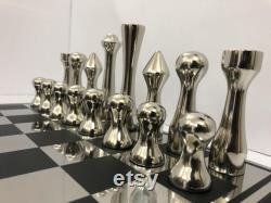 Ensemble d échecs en métal unique NEW YORK SKYLINE design Aluminium 14 Chess Board- Black Silver Gold.