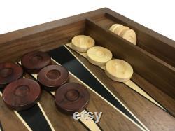 Ensemble de backgammon en noyer fait à la main avec numérateur et dames
