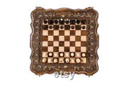 Jeu d'échecs avec ornements exclusifs et plateau de backgammon