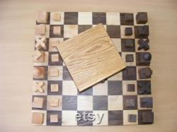 Jeu d échecs en bois fait main bauhaus. Bois de chêne et d érable.
