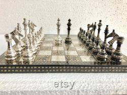 Solid Brass Metal Modern Classic Hand sculpté Jeu d échecs- Pièces d échecs soviétiques dans la boîte de stockage en velours vintage Antique Chess for Christmas Gift