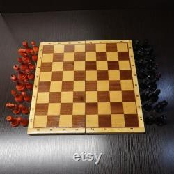 Soviétique Big Old Chess Set, avec board 17.7 pouces, Russian vintage USSR, Original Wooden Red and Black Pieces, Antique 1980s, Nice Condition