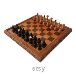 jeu portable en bois sculpté vintage d ensemble d échecs fait en Yougoslavie